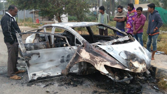 Close shave for 3 B'luru youths as car catches fire near Hirisave