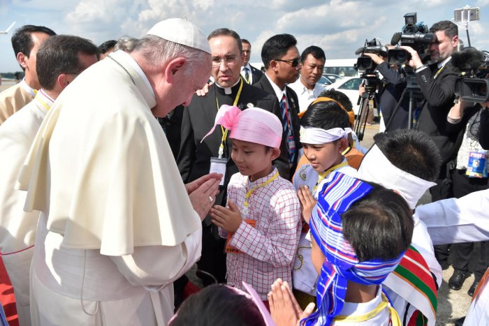Pope meeting Suu Kyi on Myanmar refugee crisis amid outcry
