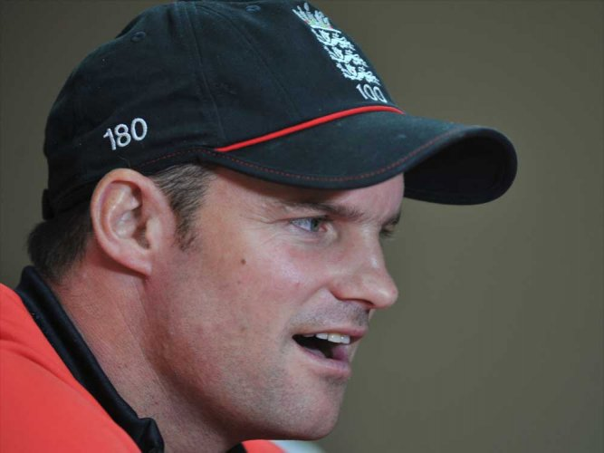 Strauss slaps curfew on England team