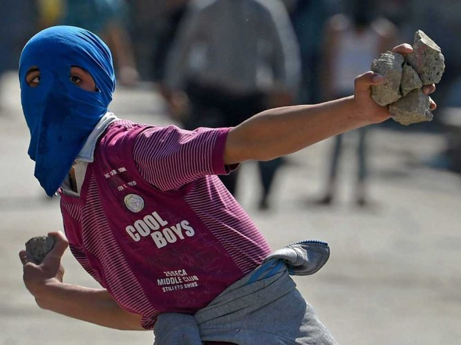 JK govt approves withdrawal of cases against stone pelters