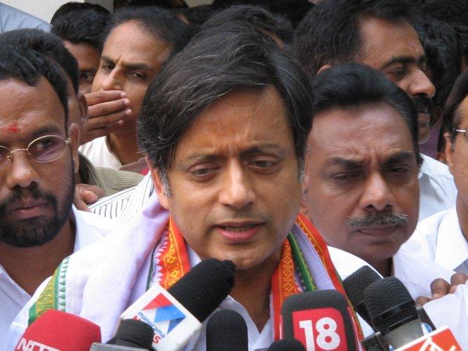 Delhi HC asks Arnab, Republic TV to respect Tharoor's silence