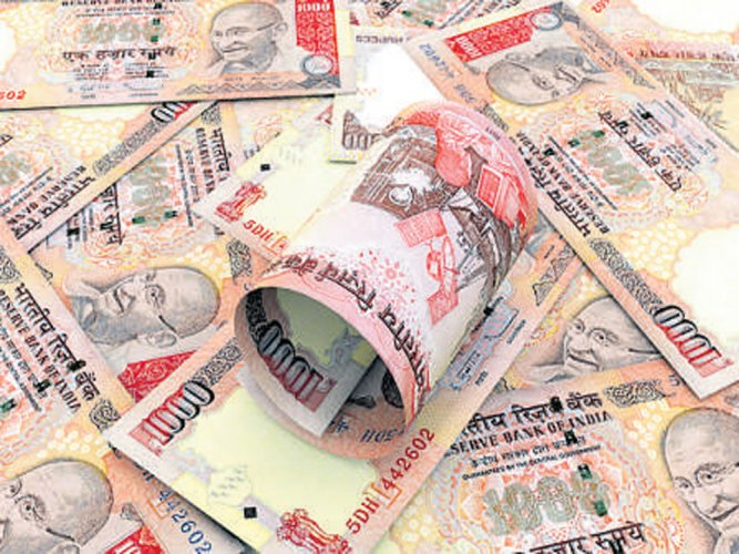 3 CCB cops rob bus conductor of Rs 1 cr in banned notes
