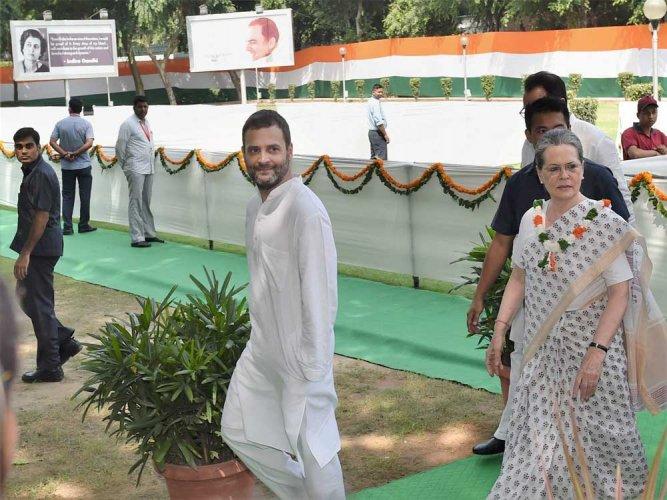 Sonia, Rahul greet people on Milad-un-Nabi