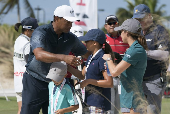 Hoffman consolidates lead as Woods falters on windy day