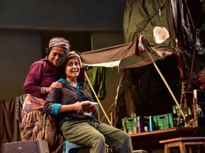 DH Theatre Festival opens, 1st show receives standing ovation