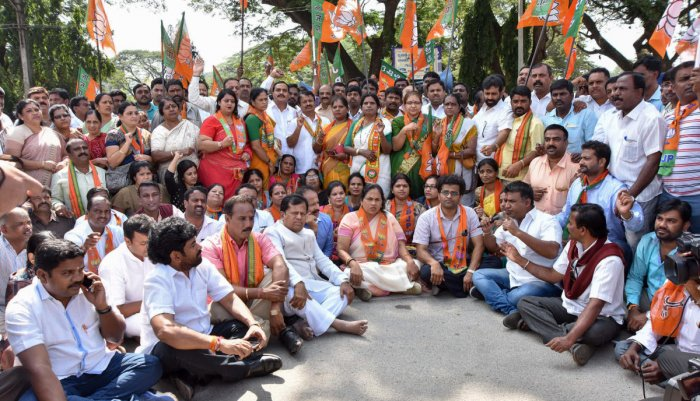 Cong should be rooted out of K'taka: Hegde