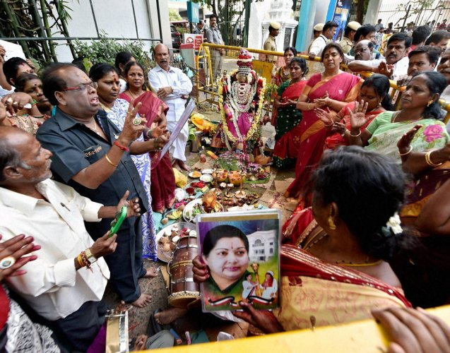 A year after Jaya's death:  TN still has leadership vacuum, not a political one