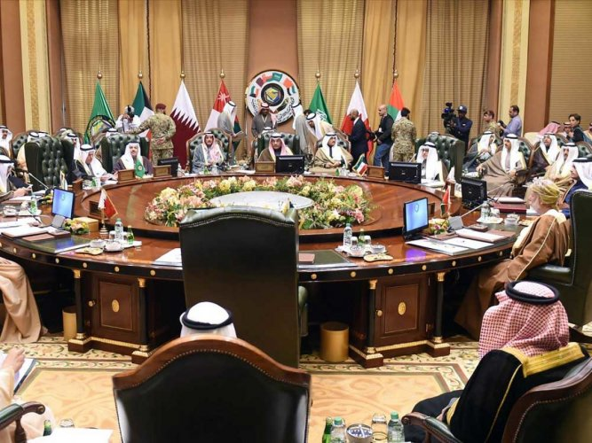 Uncertainty hangs over crisis-hit Gulf summit