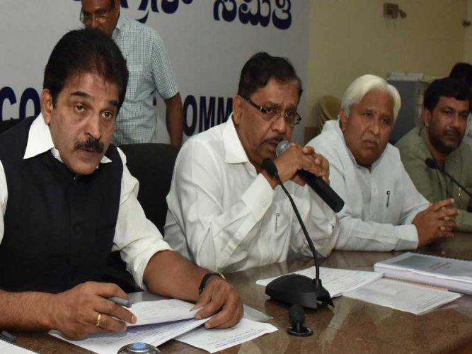 No rift, but minor differences between CM, Param: Venugopal