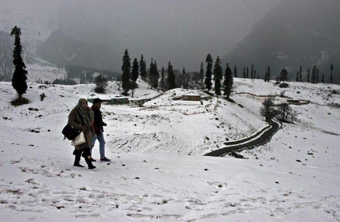 Night temp rises, heavy snowfall next week in Kashmir