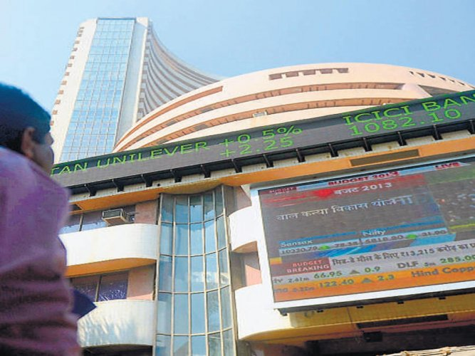 Sensex rebound 417 points for the week, Nifty above 10,250