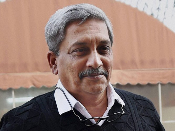 Parrikar rides bicycle for cause of environment protection