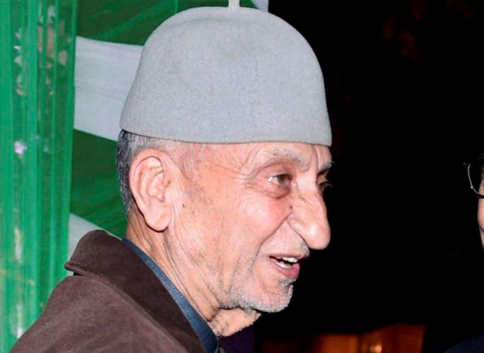 Hurriyat constituent splits into two factions