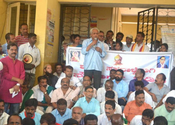 Over 400 people walk for peace, amity in Hunsur