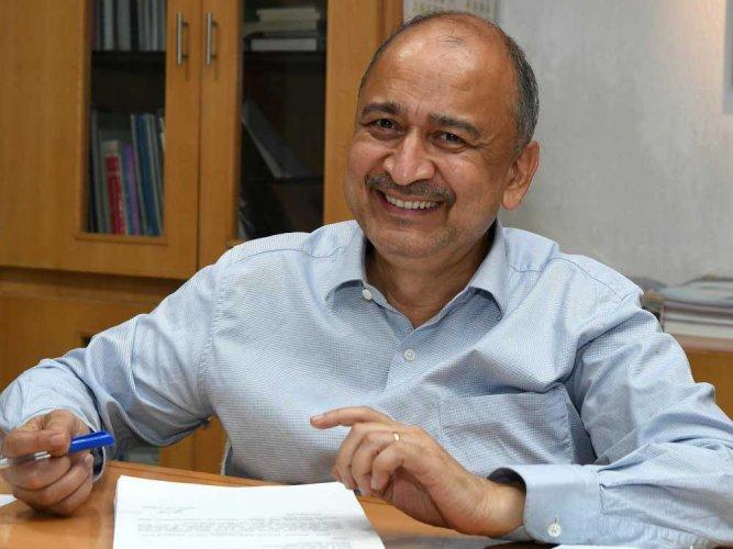 Kharola takes charge as Air India CMD