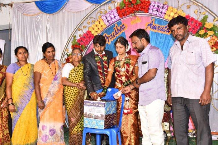 Wedding 'Ayer' presented to army welfare fund