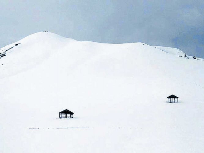 5 missing after avalanches hit Army posts near LoC