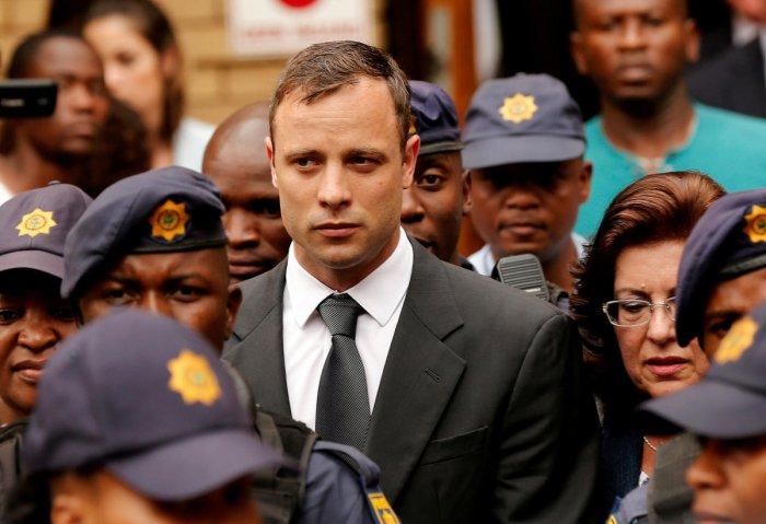 Oscar Pistorius suffers bruise in prison fight