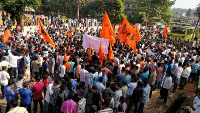 Bandh turns violent as protesters go berserk in Sirsi