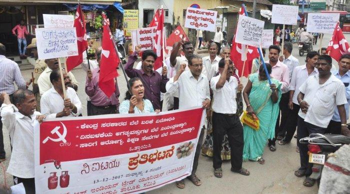 CITU protests against increase in price of LPG