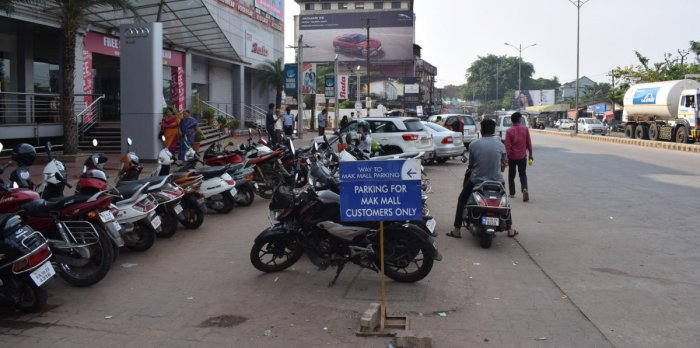 Commercial complexes encroach parking space: Former MLA