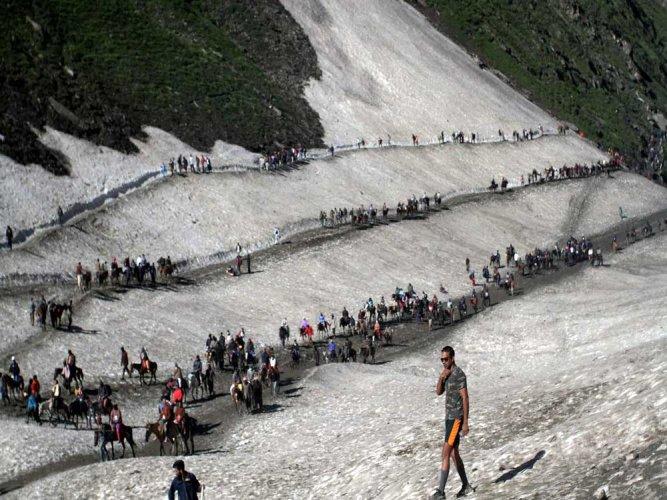 No ban on chanting of mantras, singing of bhajans at Amarnath cave: NGT