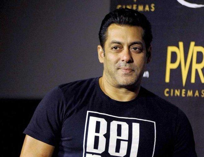 Salman Khan launches Aayush Sharma in 'Loveratri'