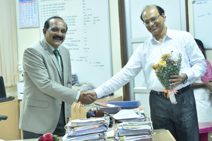 Nagendra Prakash takes charge as MU registrar