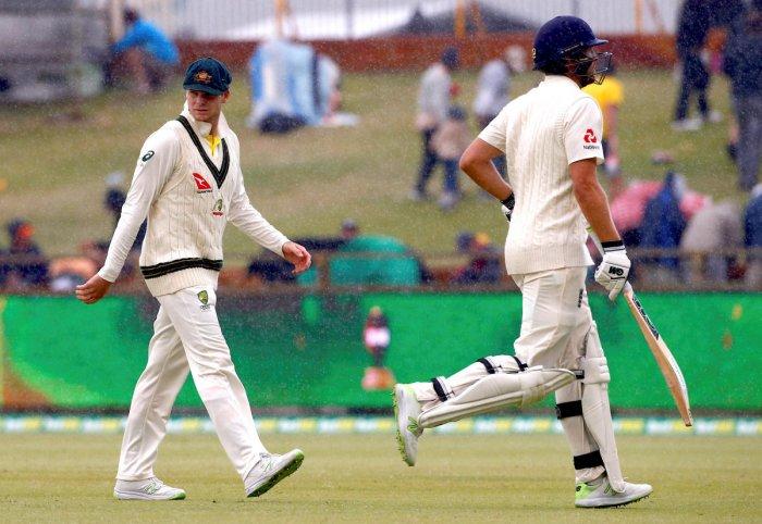 England 132 for 4, 127 runs behind Australia in third Test