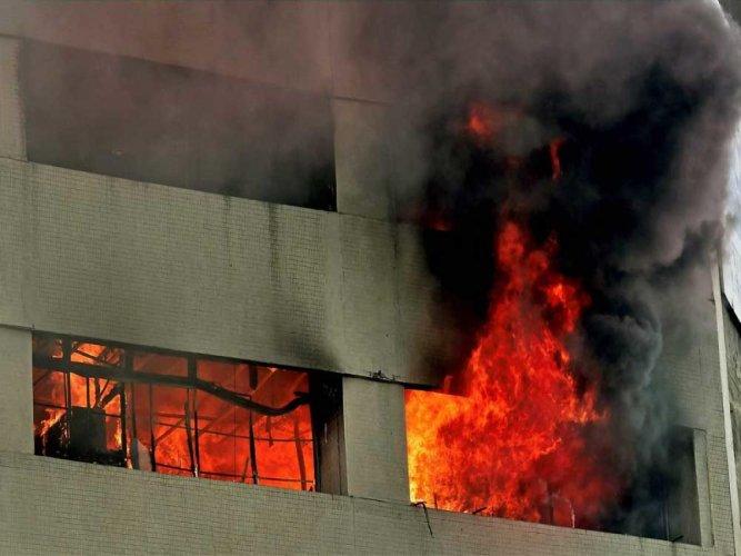 12 killed in fire in Mumbai