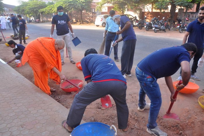 Volunteers clean garbage, remove posters