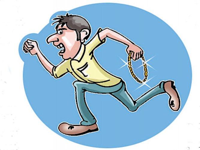 Posing as launderers, burglars strike at house