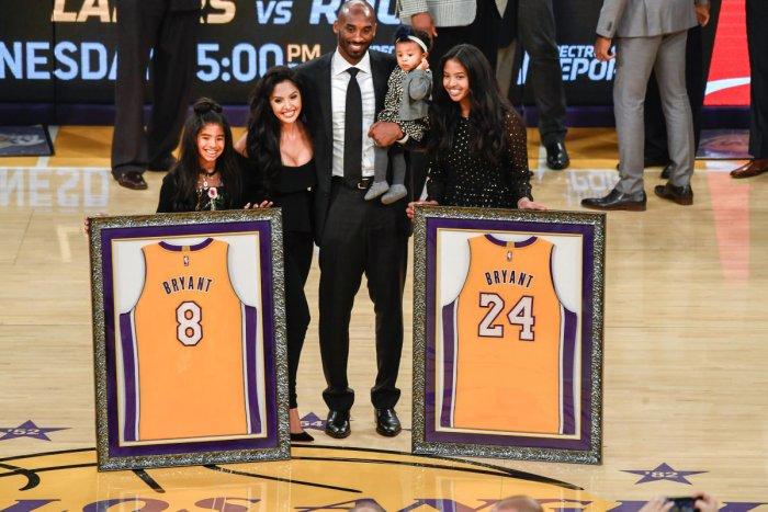 Lakers retire Kobe's jerseys