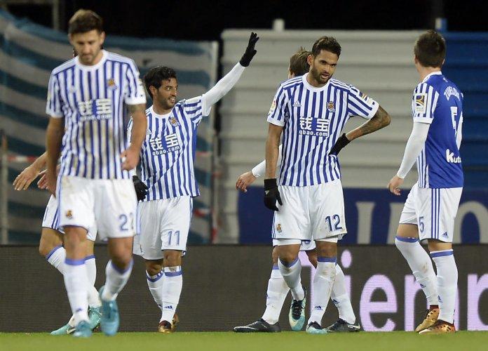 Vela scores farewell goal in Sevilla win