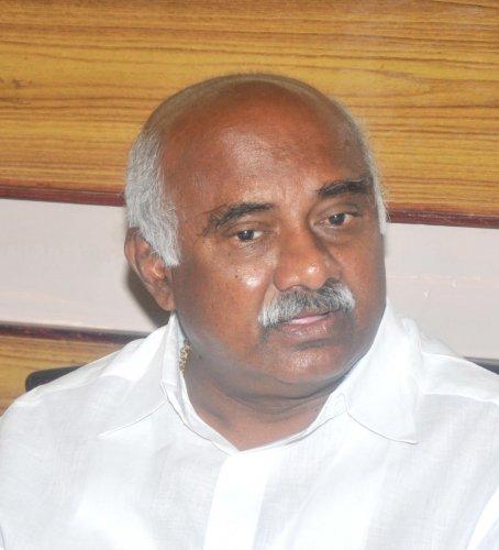 Vishwanath mocks at Rahul Gandhi's 'temple run'