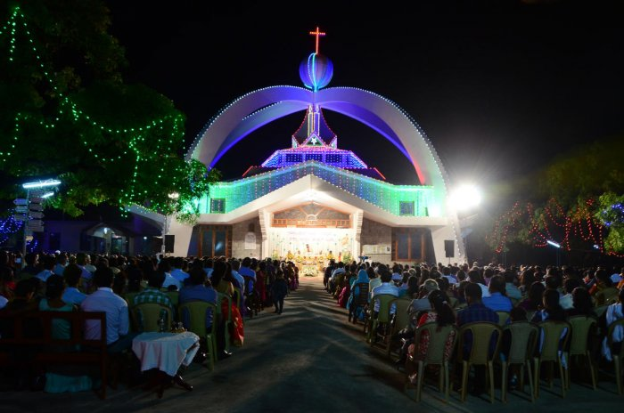 Christians celebrate X'mas with great pomp, gaiety