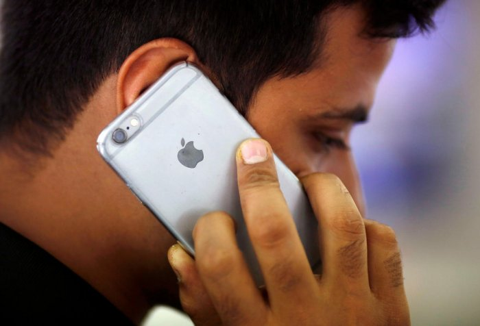 Man duped of Rs 1L with promise of iPhone, special cell number