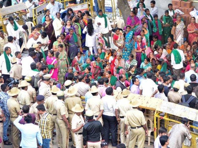 Farmers to continue stir on Mahadayi