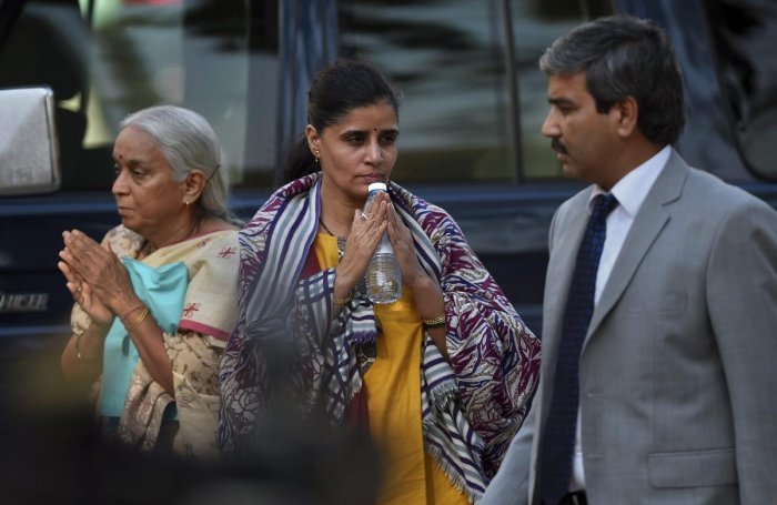 Pak claims 'metallic substance' in Jadhav's wife's shoes