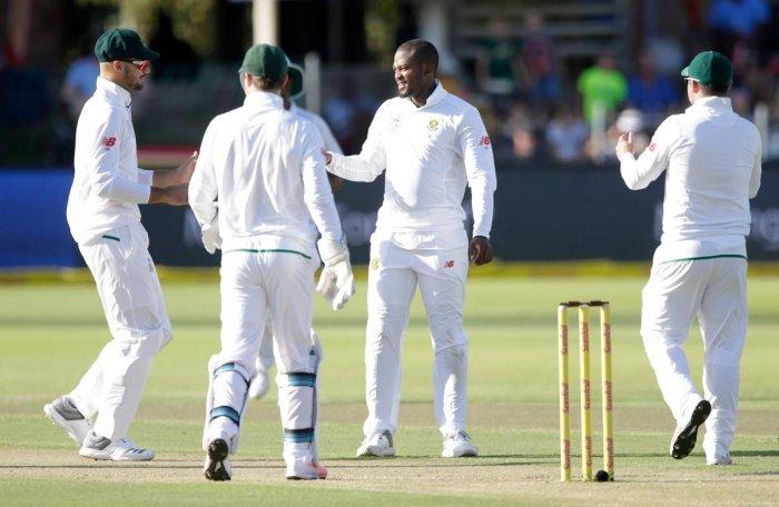 South Africa trounce listless Zimbabwe