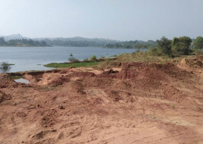 Illegal sand mining at TG Halli reservoir as officials look the other way