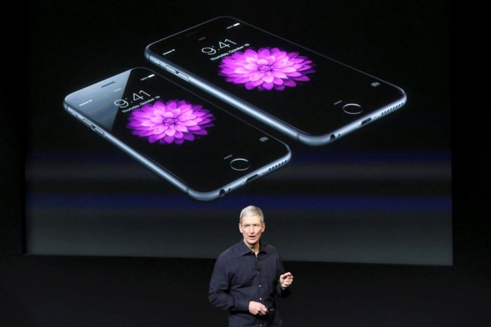 Apple apologises for slowing iPhones, offers discounted batteries