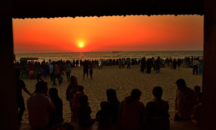 Three-day beach festival begins