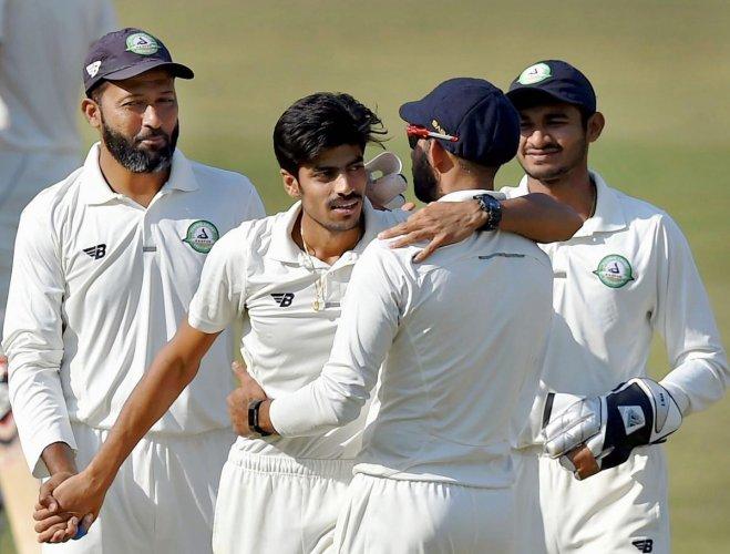 Gurbani hat-trick shakes Delhi