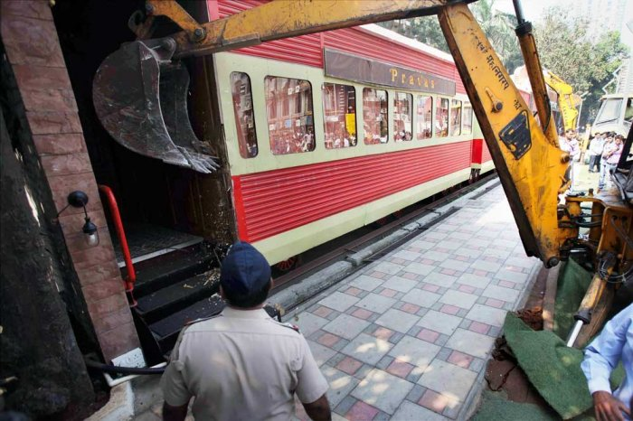 Mumbai pub fire: Hunt for elusive owners, cracks down on illegal structures