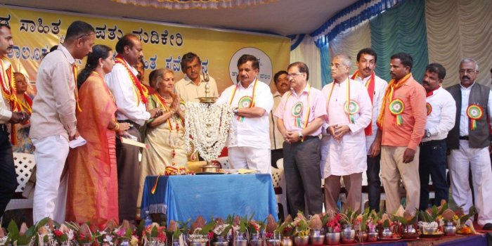 'Need to support those who pass IAS in Kannada'