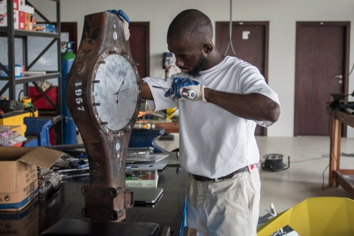 Turning e-waste into art at Ghana's toxic dump