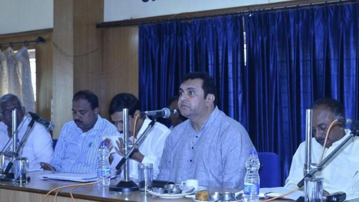 Complete pending construction works: District in-charge minister