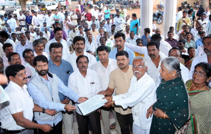 MLA assures of measures to clear pending applications