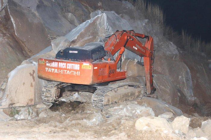 Driver killed as boulder crashes on excavator
